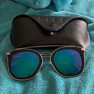 Diff Mirrored Lense Sunglasses